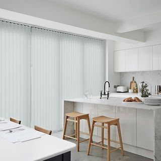 Vertical blind_Malin White_Roomset