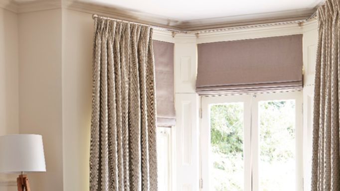 Roman And Curtains Bay Window