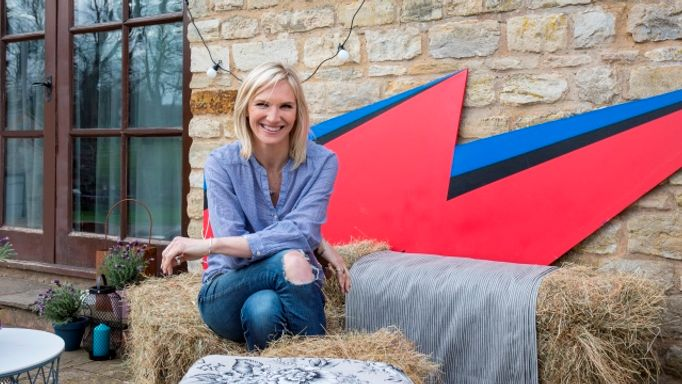 Jo-Whiley-collaboration-outdoor-cameo-Bowie-flash