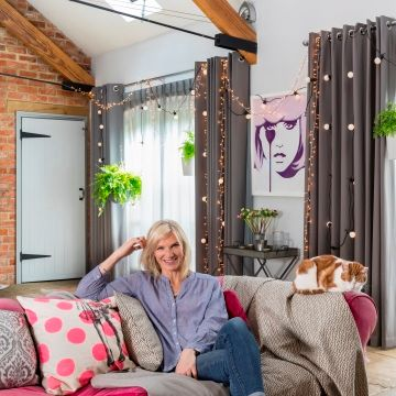 Jo-Whiley-collaboration-indoor-cameo-on-sofa