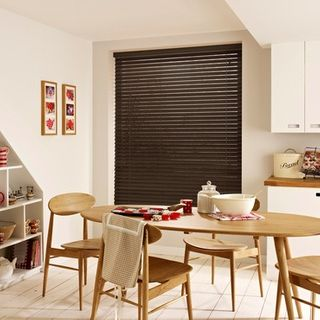 Wooden Blinds_Wood Illusions Rich Mahagony_Roomset