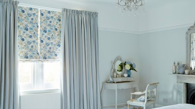 Hatti Chambray-curtains-with-Francesca Wedgewood-Roman-blinds