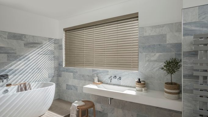 Shell-Faux-Wood-blinds-bathroom
