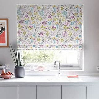 Roman_Blind_Ester_Hollyhock_Roomset