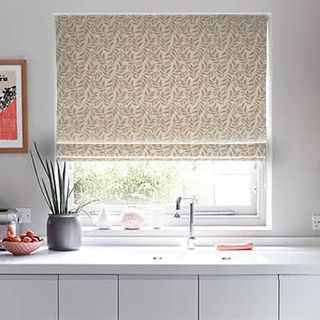 Roman_Blind_Folia_Blush_Roomset.