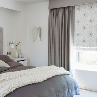 Lavida_Smoke-Roman_Blind_with_Tetbury_Charcoal_Curtains
