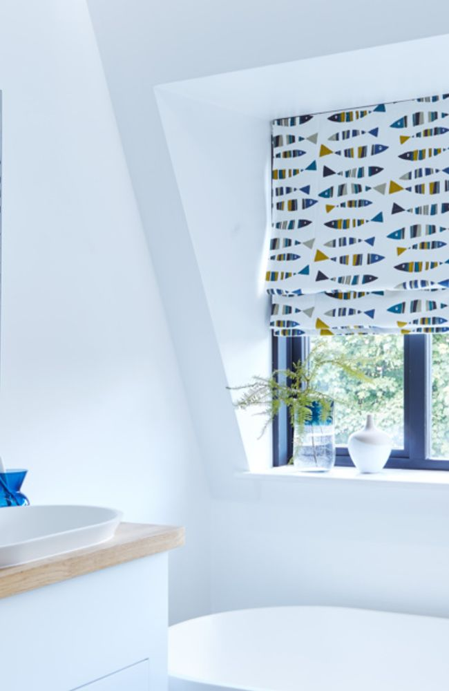 Little-Fish-Marine-Blue-Roman-blind-bathroom