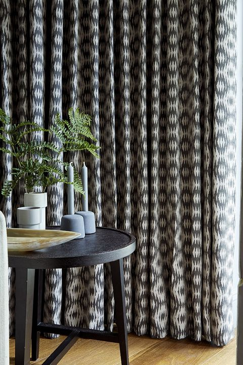 Black-Curtain-Green-Curtain-Contextual-Confetti-Zest-Muriva-Coacoa