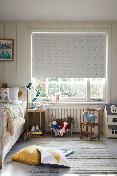 Patterned Roller Blind_Tweety Bird Teal_Children's Bedroom