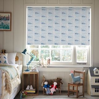 Fishbone aqua roller blind