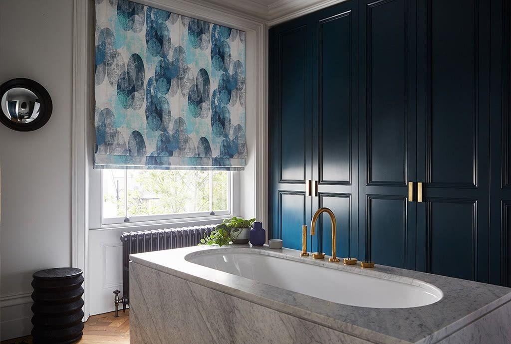 bathroom blinds 50 off waterproof bathroom blinds sale hillarys rh hillarys co uk waterproof roman blinds bathroom roman bedroom blinds