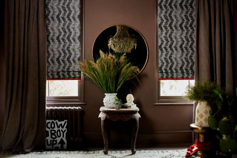 HIL_ABIGAILAHERN_PR_LANDSCAPE_Garratt-Bullrush_curtains_and_Cadillac-Noir_Roman_blinds_with_Colette-Vixen_fringing