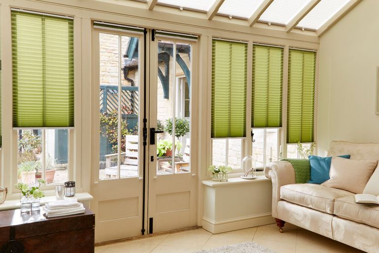 conservatory with green bali moss pleated side blinds