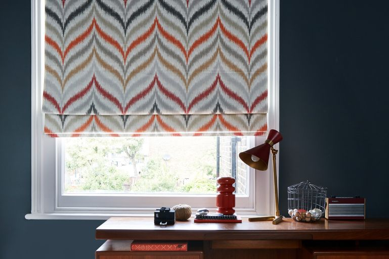 Souk Spice Roman blind in office room-set