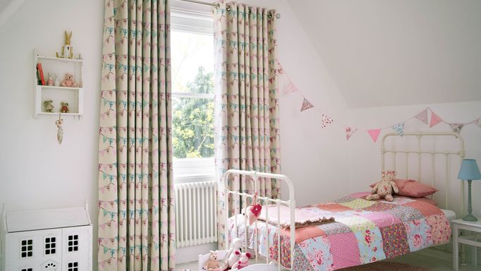 Bunting chintz curtains in child's bedroom