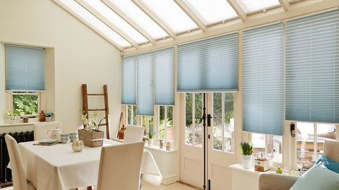 Pleated side blind Sasso Aqua with Grenoble Cream Pleated roof blind Conservatory