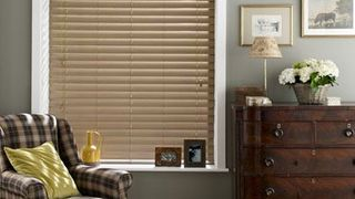 Wooden Blinds_Haywood Washboard Grey_Roomset