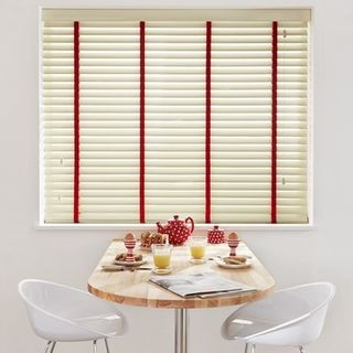 Wooden Blinds_Wood Illusions Polished Ivory_Roomset