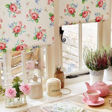 Vintage floral Rosie Posie roller blind hung in kitchen