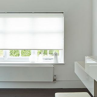 Pleated Blind_Midas White_Roomset