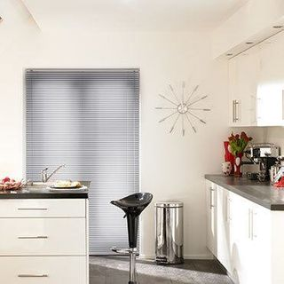 Venetian Blind_Special Finish Frosted Silver_Roomset