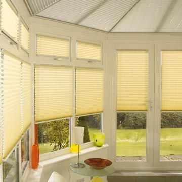 Pleated side blind Malbec Primrose with Crush Ice Pleated roof blind Conservatory