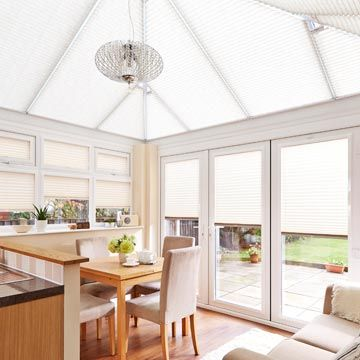 Pleated roof blind_Crush Ivory_with_Crush Ice_Pleated side blind_Conservatory