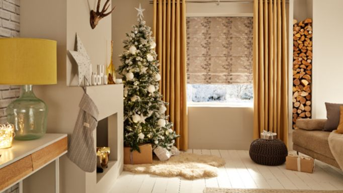 Silver Roman blind and gold curtains