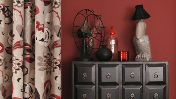 red room kitisch bird lamp