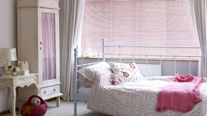 Studio Pretty Pink Venetian Blind in Guest Room