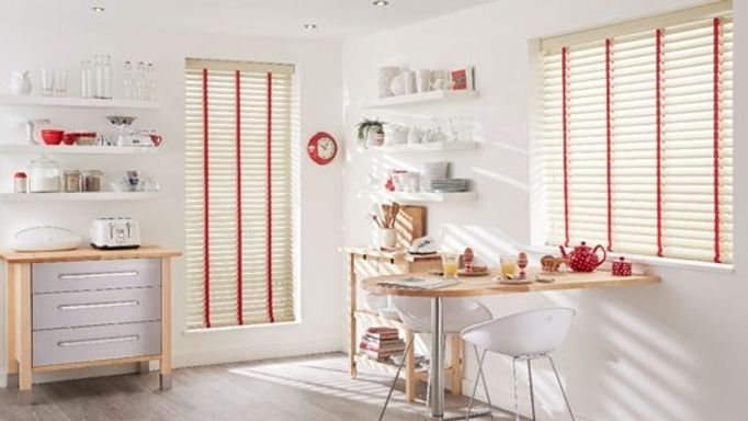 white-wood-venetian-blinds