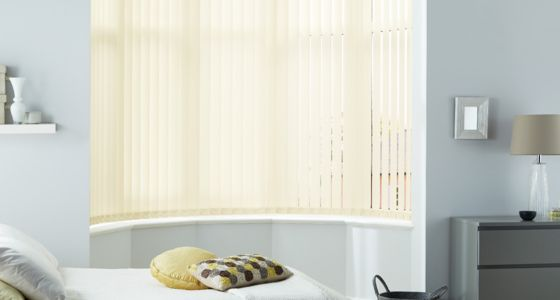 Incroyable Bedroom Blind Ideas   Yellow Vertical Blind In A Bedroom Bay Window