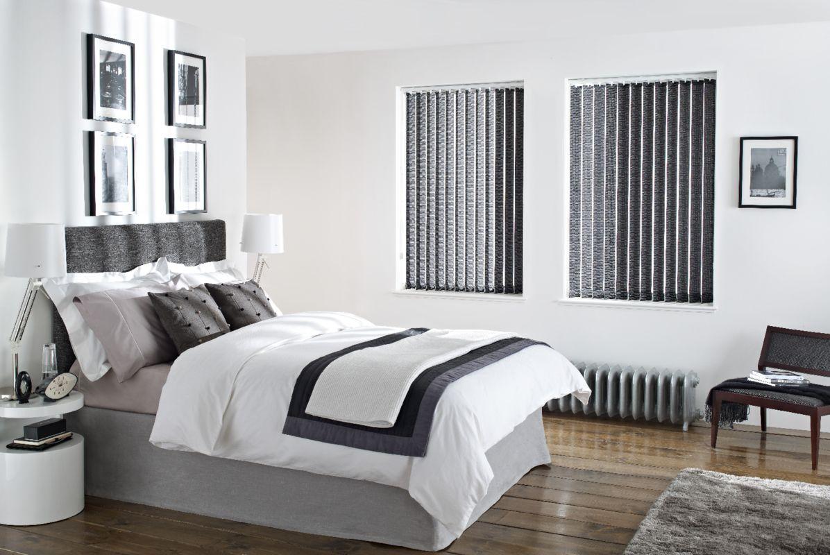 Ordinaire Bedroom Blind Ideas   Black Vertical Blinds In The Bedroom