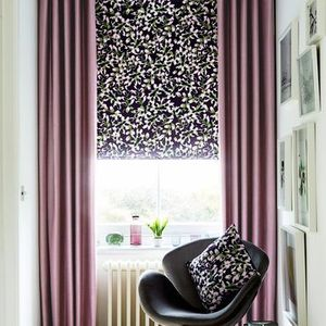 Charlotte-Beevor-Radiance-Mauve-Curtains-with-Grapeflower-Berry-Roman-blind-living-room
