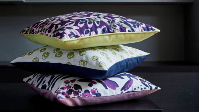 Front-and-reverse-choice-of-cushion-fabrics