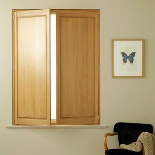Roomset---golden-oak-shutter