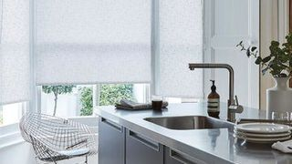 white roller blind in the kitchen-SPECTRAL-STONE