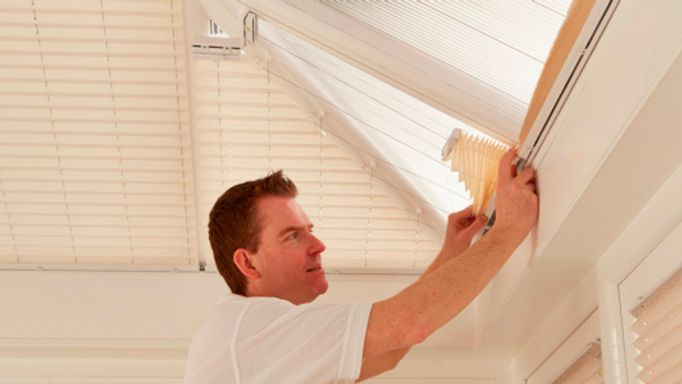 Fitter-installing-conservatory-roof-blinds