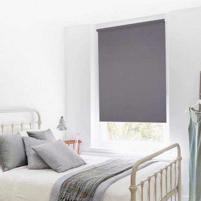 Roller blind_Cordova Dove_Roomset