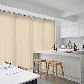 Vertical blind_Malin Pebble_Roomset