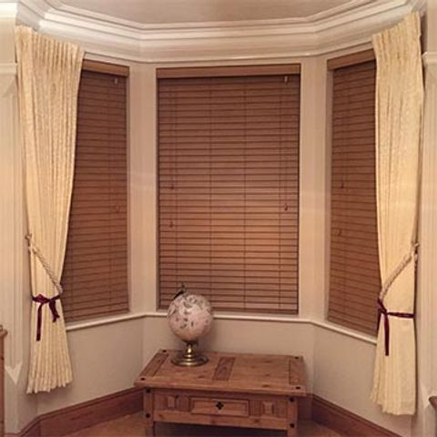 Hannah's-bay-window-wooden-venetian-blinds-&-cream-curtains