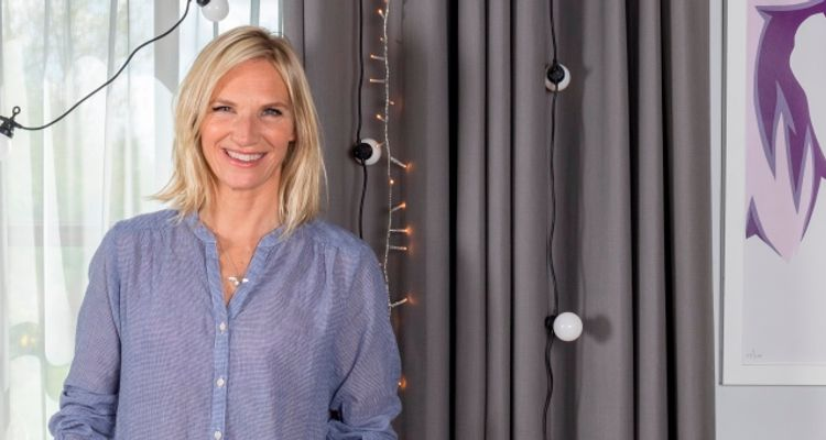 Jo-Whiley-Voile-curtain-carousel