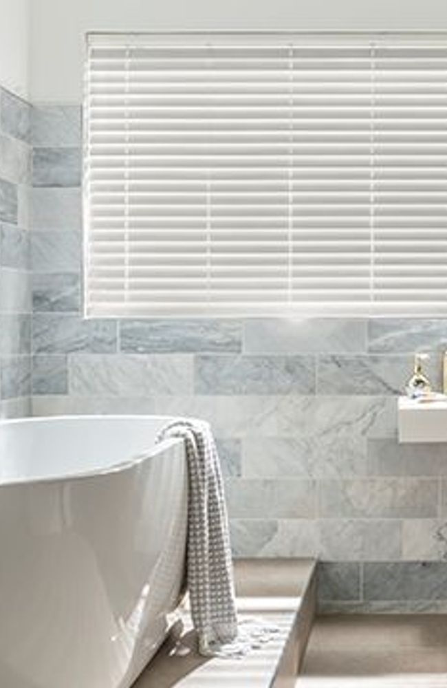 Light grey fauxwood blind_bathroom_Natural stone