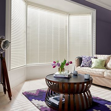 Smart privacy white fauxwood blind_lounge_Bone white