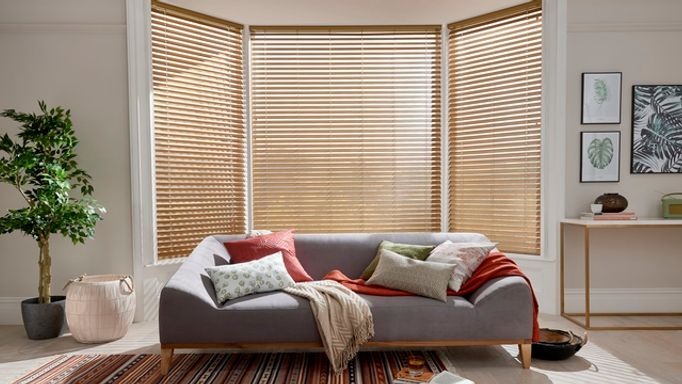 Oakwood-Faux-Wood-blinds-living-room
