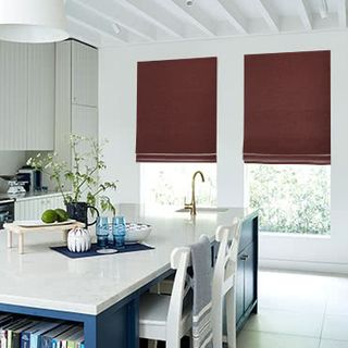 Roman-Blind_Allure_Bordeaux_Roomset