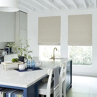 roman_blind_pattern_nexus_latte