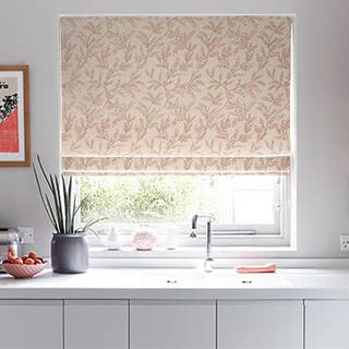 Roman_Blind_Delizia_Blush_Roomset
