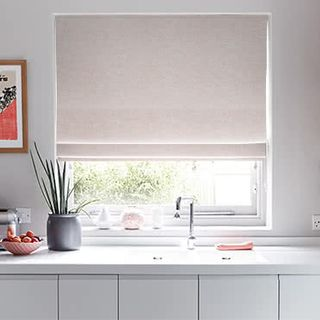 Roman_Blind_Emelie_Blush_Roomset