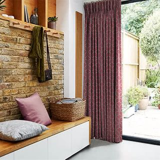 Curtains_Roomset_Nexus-bordeux